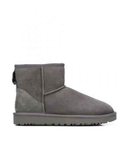 shearling lined boots-ugg-simple caracters